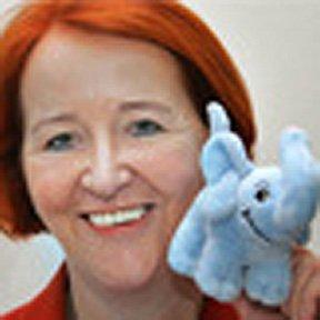 Gitte Geise freut sich über Spende von SI Club Kiel Baltica