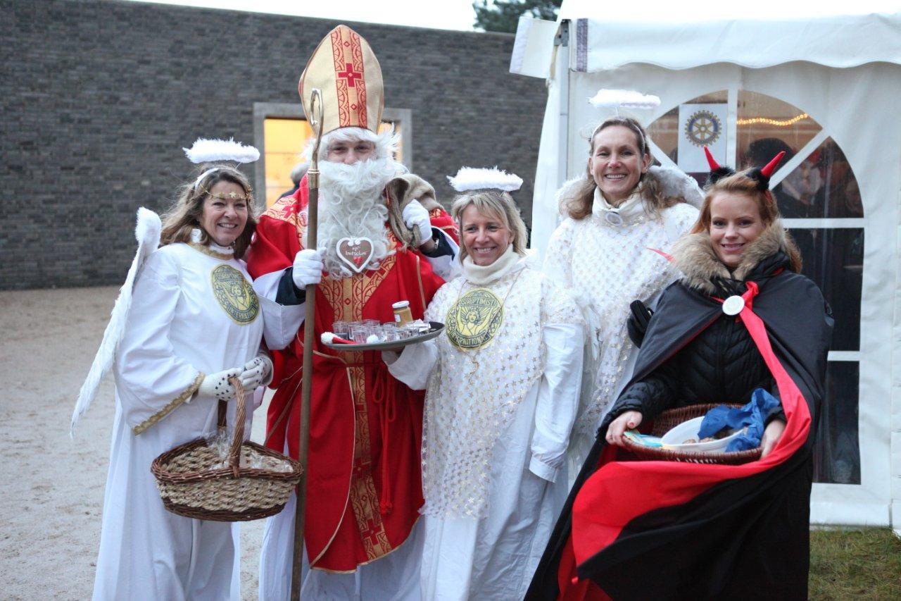 Weihnachtsmarkt rund um die Pauluskirche